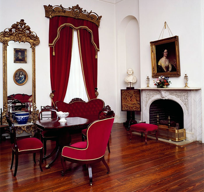 Old Victorian Room: Arlington House Living Room